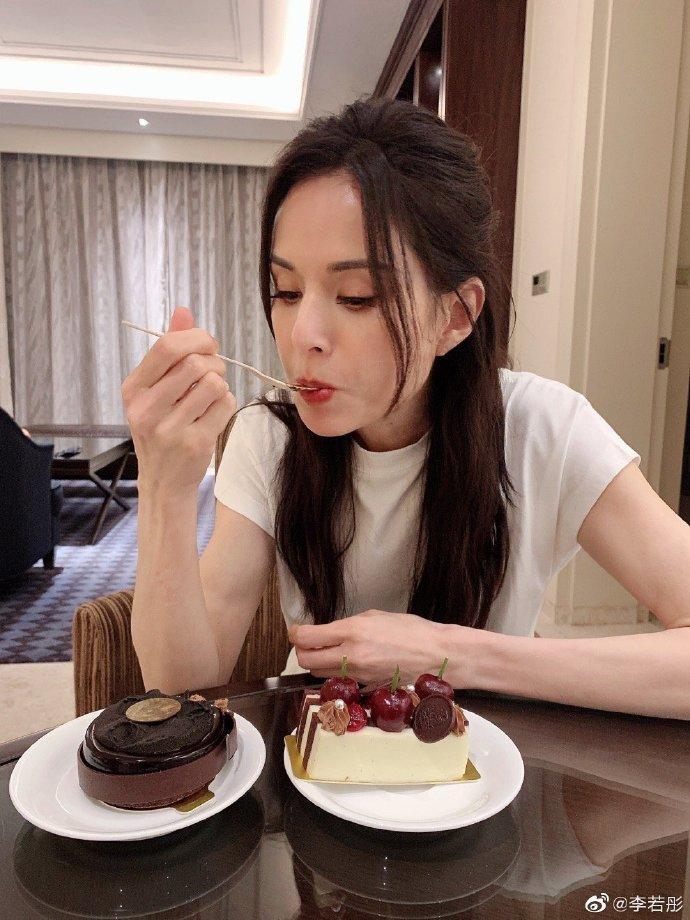 Tiểu Long Nữ Lý Nhược Đồng khoe dáng đẹp xuất sắc ở tuổi 54-7