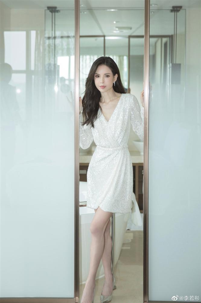 Tiểu Long Nữ Lý Nhược Đồng khoe dáng đẹp xuất sắc ở tuổi 54-8
