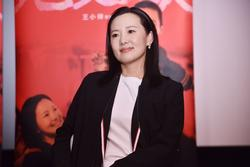 Ảnh hậu 24 năm đóng vai phụ, hạnh phúc bên tình đầu của Vương Phi