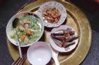 Mâm cơm 68k cho 3 người ăn cả ngày bị dân mạng cà khịa 'nhiều vậy ăn khi nào mới hết?'
