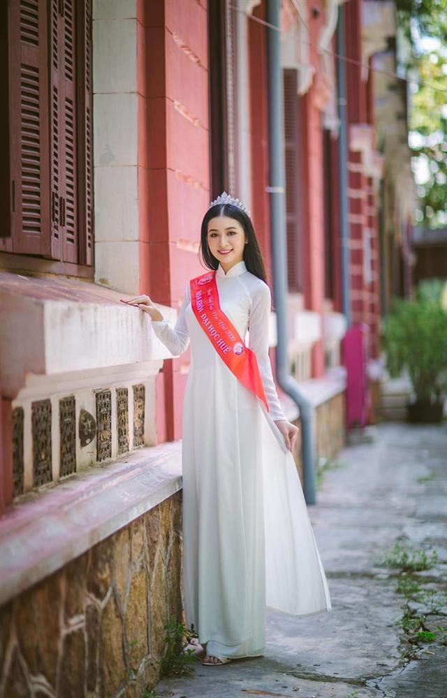 Thí sinh Hoa hậu Việt Nam 2020: Người siêu giỏi hùng biện, người bắn súng cực hay-10