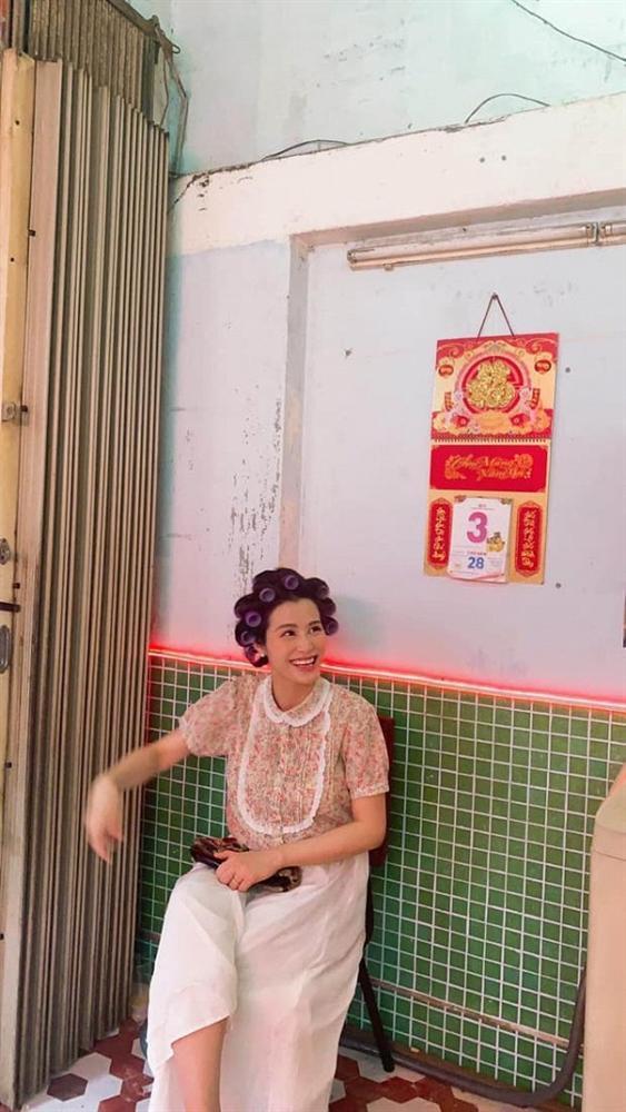 Làm cameo cho MV Ngô Kiến Huy, Đông Nhi lộ ảnh chụp lén khác khác ảnh qua app-5