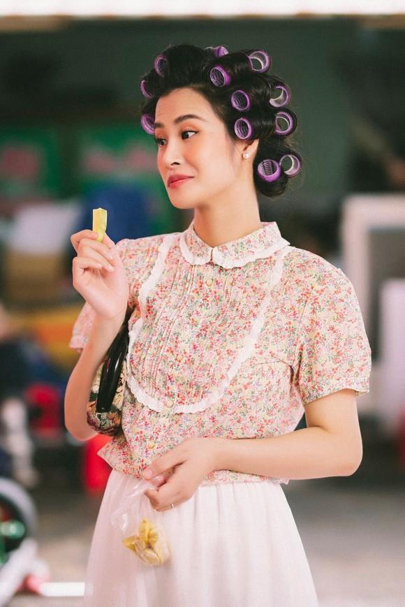 Làm cameo cho MV Ngô Kiến Huy, Đông Nhi lộ ảnh chụp lén khác khác ảnh qua app-2