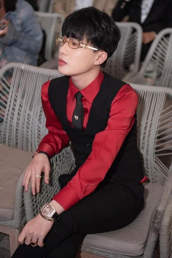 Đặc điểm nhận dạng nhà giàu: Hương Giang - Jack mặc đồ đỏ - đeo đồng hồ tiền tỷ-2