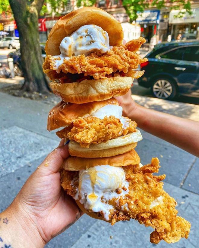Bạn có dám thử chiếc Burger độc dị vừa mặn vừa ngọt này không?-3