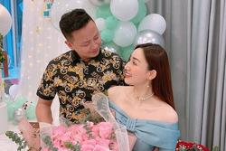 Chồng đại gia mừng sinh nhật Á hậu Ngô Trà My 'tình bể bình'