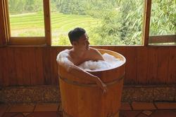 Đăng clip tắm tiên, Quang Vinh bị dân mạng hỏi 1.001 câu khó