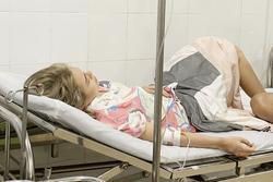 Thái Trinh nhập viện vì ngộ độc thức ăn trong resort 5 sao