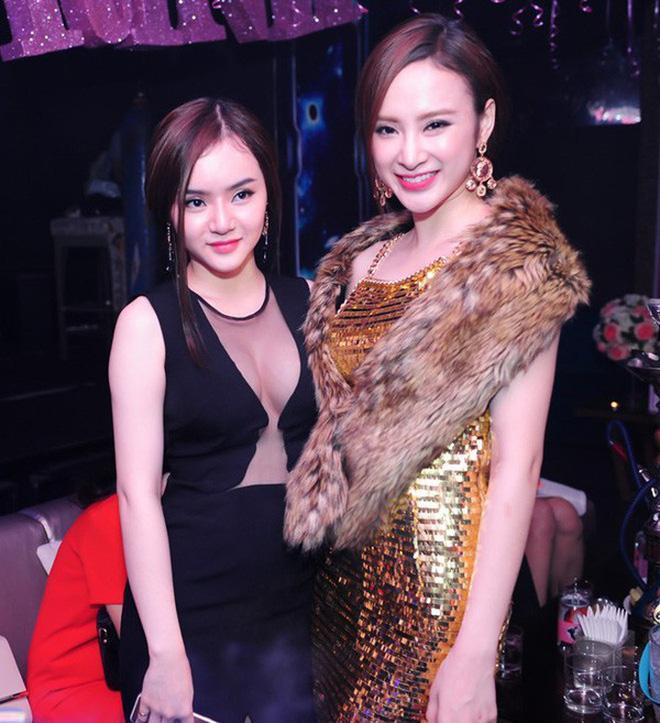 Lâu lắm mới xuất hiện cùng nhau, nhan sắc em gái 9X của Angela Phương Trinh gây chú ý-1