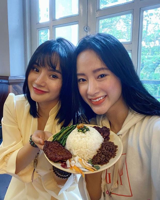 Lâu lắm mới xuất hiện cùng nhau, nhan sắc em gái 9X của Angela Phương Trinh gây chú ý-5