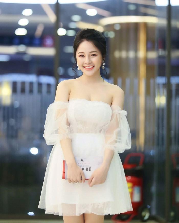 Hot girl Trâm Anh mặc kín cổng cao tường vẫn sexy, lại còn để lộ nội y sáng màu-7
