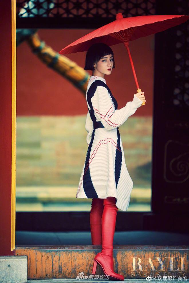 Địch Lệ Nhiệt Ba đẹp thần sầu với tóc ngắn, nhìn lại hao hao Hiền Hồ-3