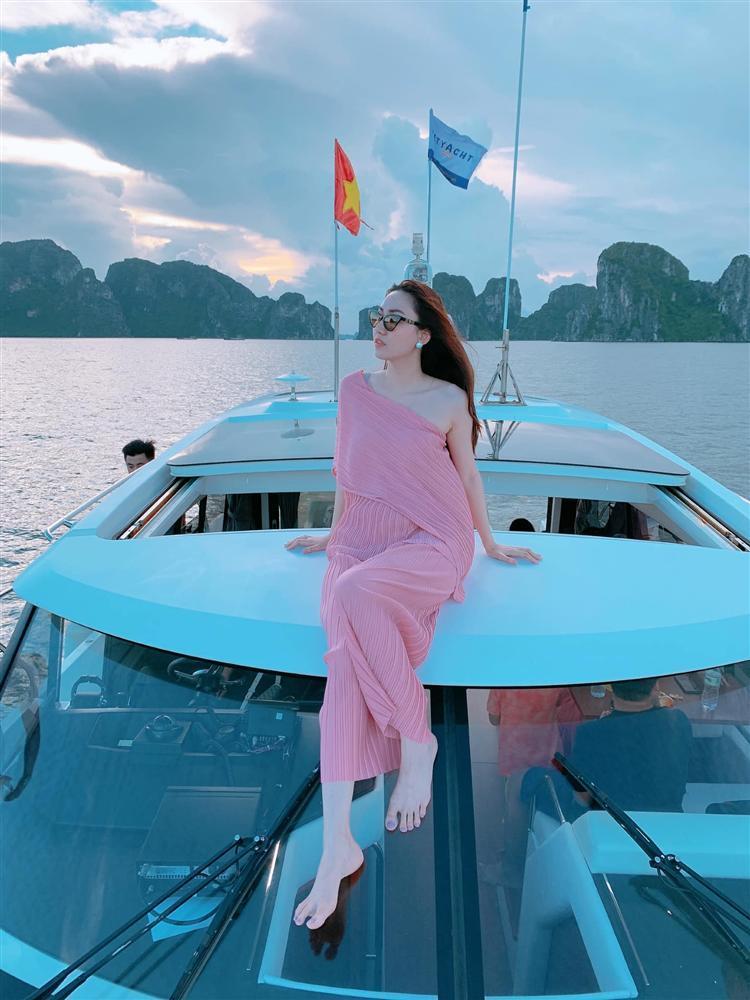 Cuộc sống bà hoàng của 4 mỹ nhân Việt sau khi lấy đại gia-13