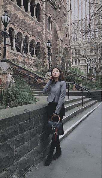 Ngoài xế hộp 5 tỷ, bạn gái rich kid của Tống Đông Khuê còn sở hữu BST túi hiệu đáng nể-9