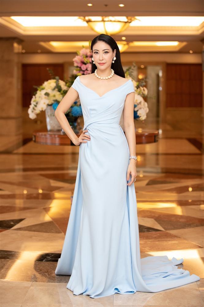 Tiểu Vy, Đỗ Mỹ Linh cùng dàn hậu khoe chân thon với đầm xẻ cao đẹp nhất tuần qua-5