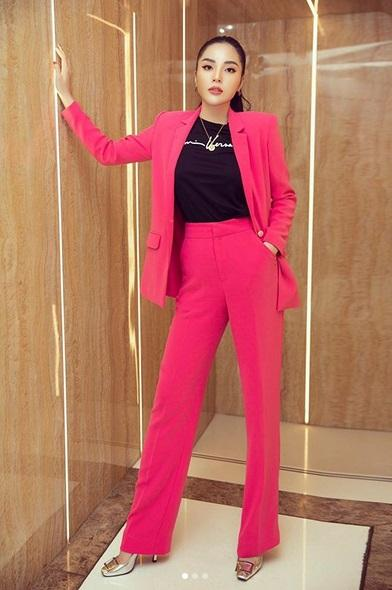 Tiểu Vy, Đỗ Mỹ Linh cùng dàn hậu khoe chân thon với đầm xẻ cao đẹp nhất tuần qua-6
