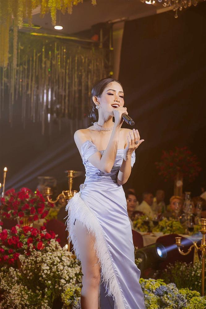 Tiểu Vy, Đỗ Mỹ Linh cùng dàn hậu khoe chân thon với đầm xẻ cao đẹp nhất tuần qua-7