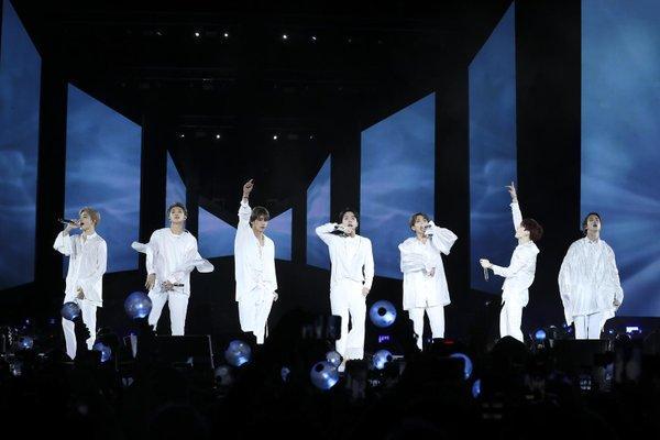 BTS liên tiếp hủy bỏ concert offline, fan khóc ròng một dòng sông!-2