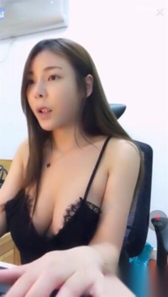 3 nữ streamer bị cấm sóng vì quá sexy, có người lộ cả vòng 1 khi đang phát trực tiếp-6