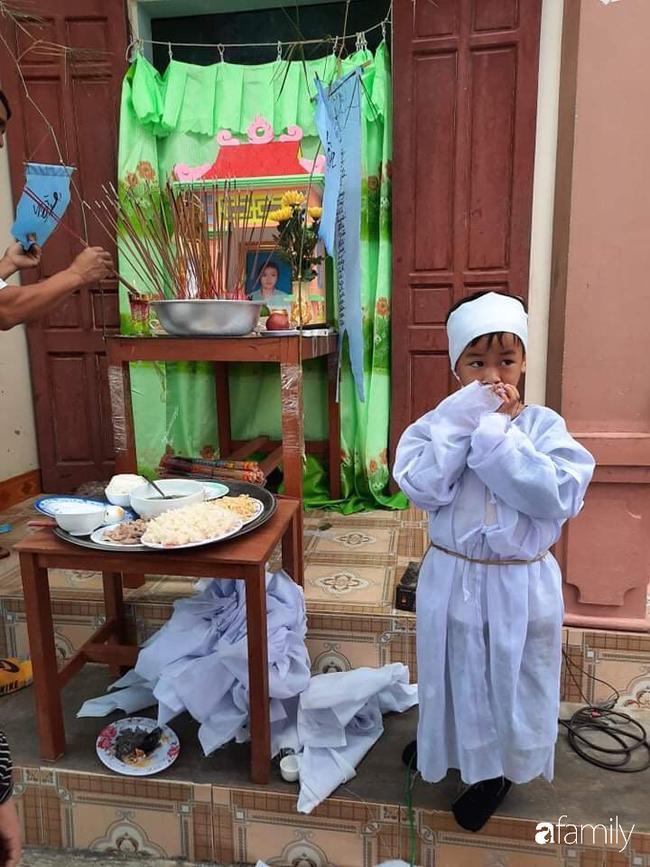 Vụ chồng ghen tuông hoang tưởng đâm chết vợ ở Nghệ An: Xót xa 3 đứa con thơ bơ vơ khát sữa, gào khóc đòi mẹ-1