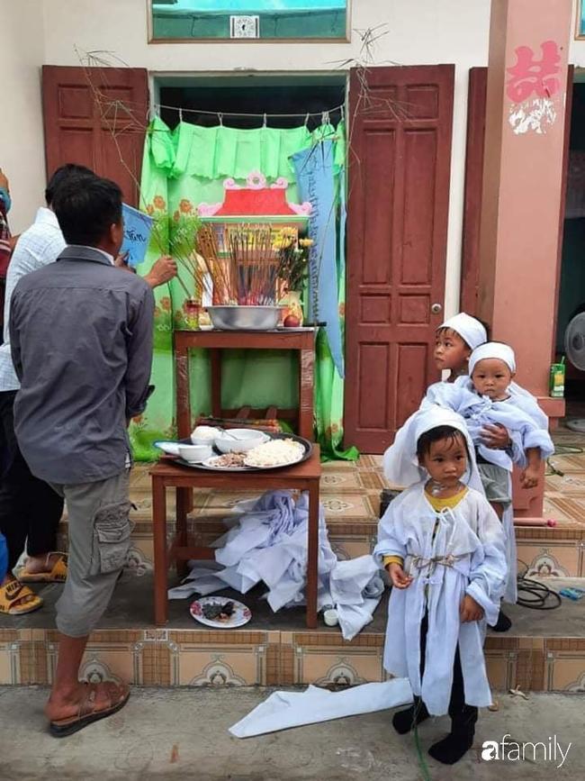 Vụ chồng ghen tuông hoang tưởng đâm chết vợ ở Nghệ An: Xót xa 3 đứa con thơ bơ vơ khát sữa, gào khóc đòi mẹ-4
