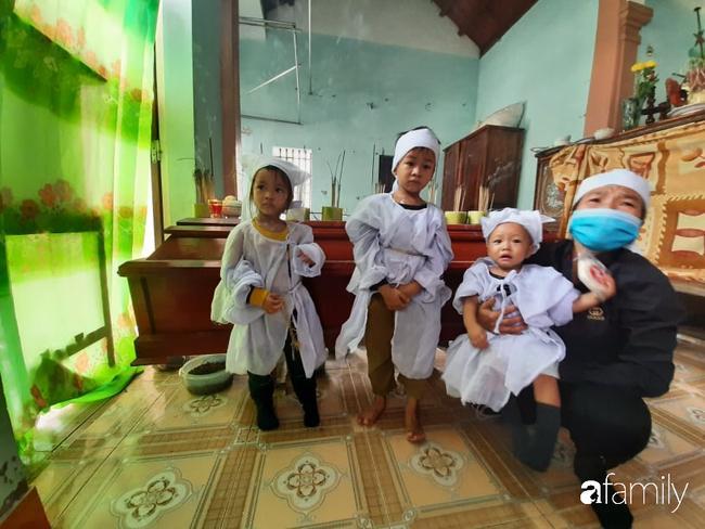 Vụ chồng ghen tuông hoang tưởng đâm chết vợ ở Nghệ An: Xót xa 3 đứa con thơ bơ vơ khát sữa, gào khóc đòi mẹ-6