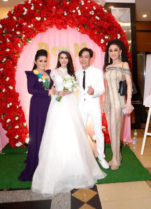 Lâm Khánh Chi - ngôi sao ăn mặc kém duyên nhất khi dự đám cưới của hội bạn thân-4