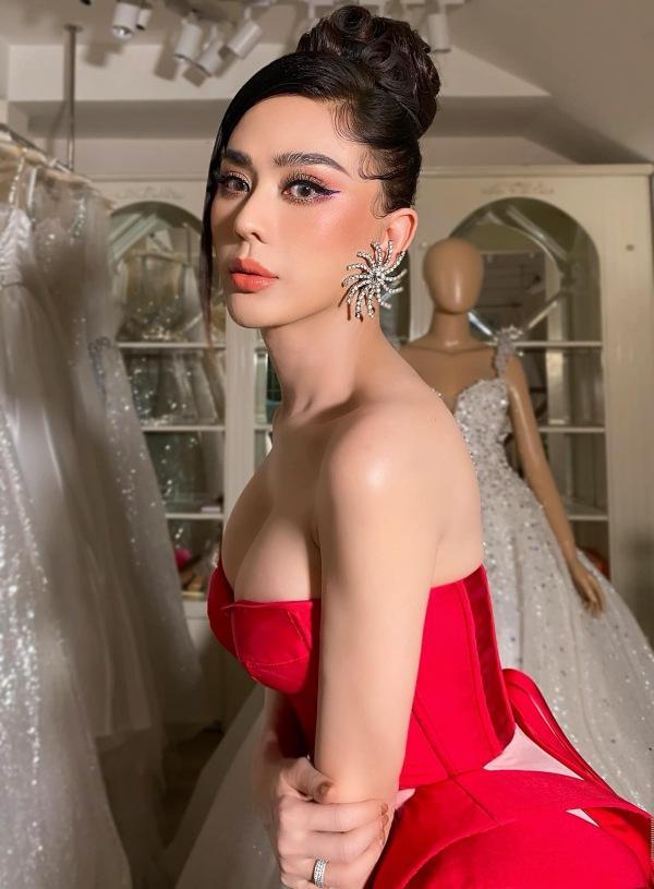 Lâm Khánh Chi - ngôi sao ăn mặc kém duyên nhất khi dự đám cưới của hội bạn thân-8