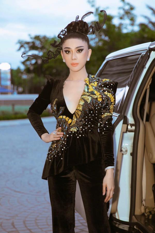 Lâm Khánh Chi - ngôi sao ăn mặc kém duyên nhất khi dự đám cưới của hội bạn thân-9