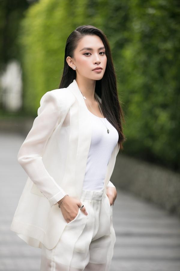 Tiểu Vy đụng hàng Tăng Thanh Hà: Mẹ 2 con lấn át đàn em nhờ màn thả rông?-3