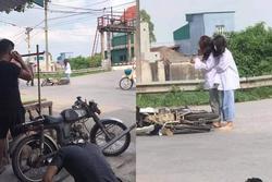 Bị ngã xe, 2 cô gái không nằm tại chỗ mà đứng phắt dậy làm một việc khó hiểu