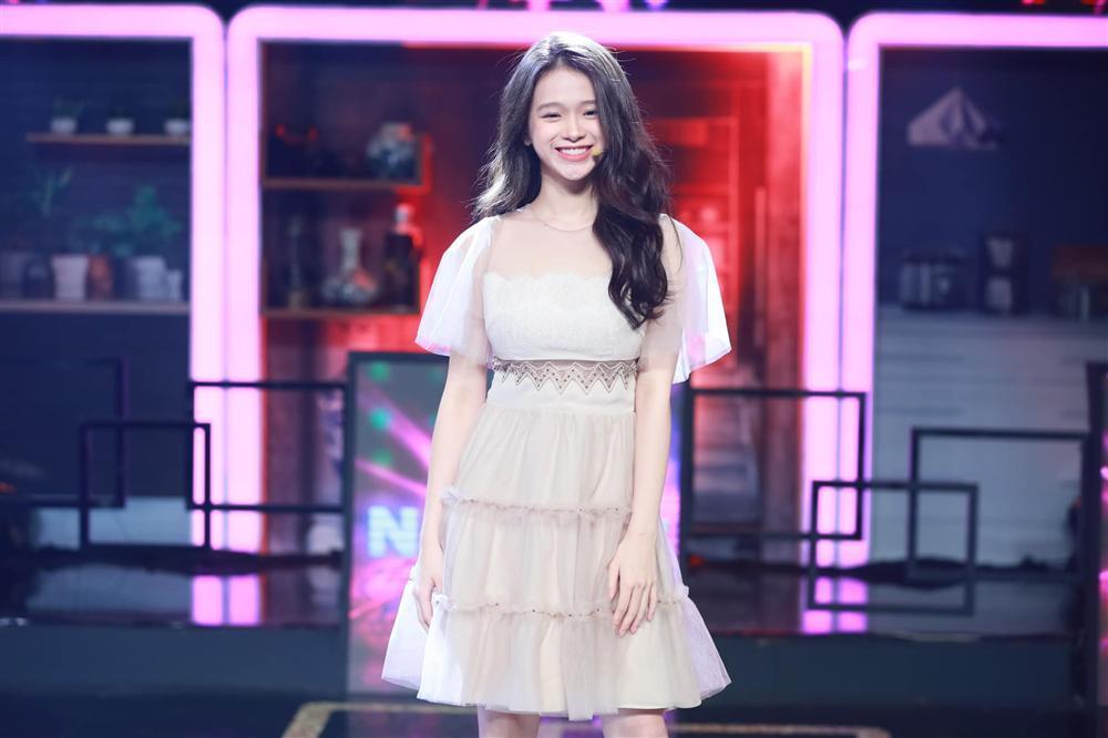 Hotgirl Linh Ka mặc hở hang khi chưa đủ 18, nổi như cồn vì phát ngôn sốc giờ ra sao?-5
