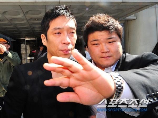 4 sao Hàn dính scandal bị công chúng quay lưng, tan nát sự nghiệp-6