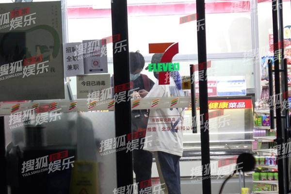 Triệu Vy bị bắt gặp cùng trai trẻ giữa đêm, gia thế tình mới khủng không kém chồng đại gia-2