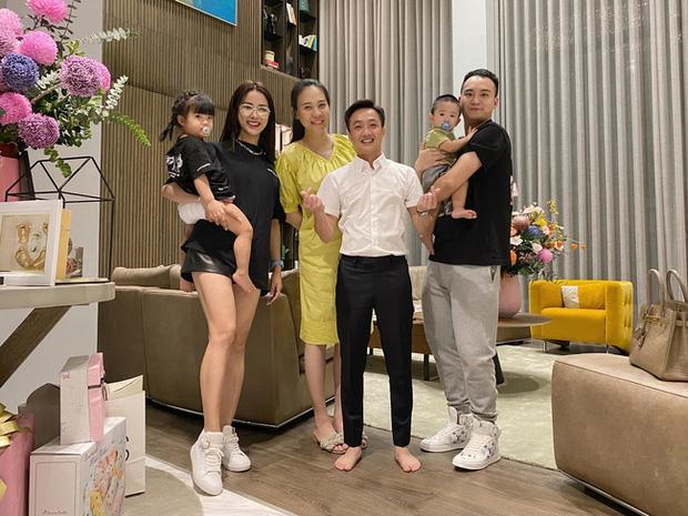 Cường Đô La chụp trộm con gái, vô tình làm lộ mặt mộc Đàm Thu Trang sau sinh-7