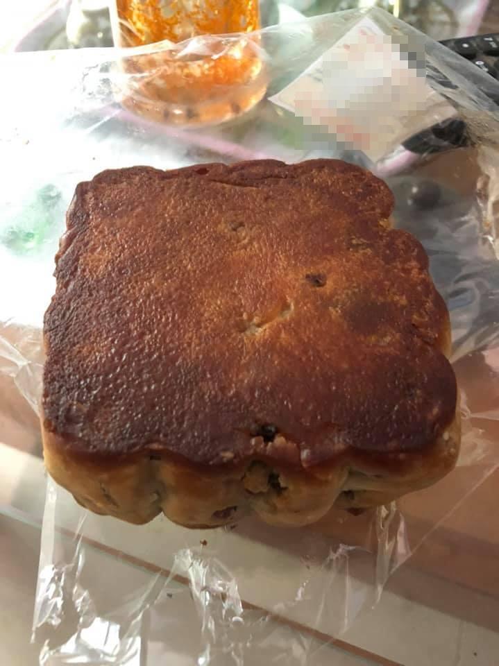 Mua 6 hộp bánh Trung thu cho bõ công xếp hàng, nhưng nhìn sản phẩm hoang mang nhẹ-2