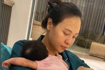 Cường Đô La chụp trộm con gái, vô tình làm lộ mặt mộc Đàm Thu Trang sau sinh