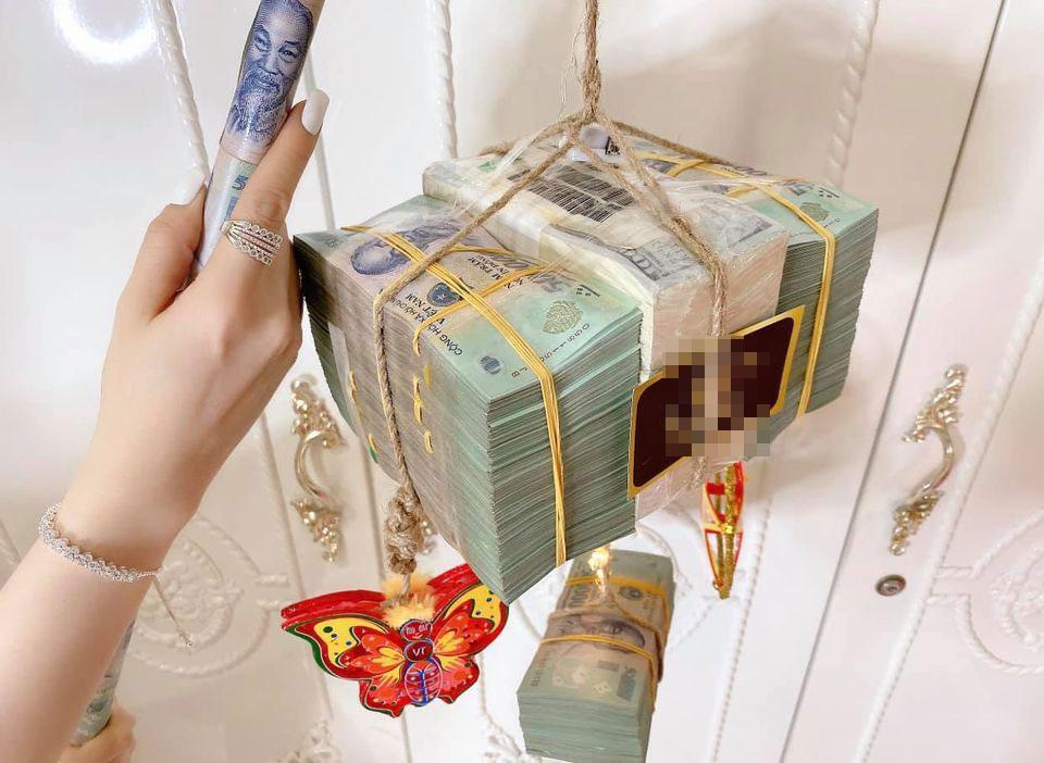 Cô gái Sài Gòn khiến dân tình choáng váng khoe đèn lồng trị giá 3,5 tỷ-2