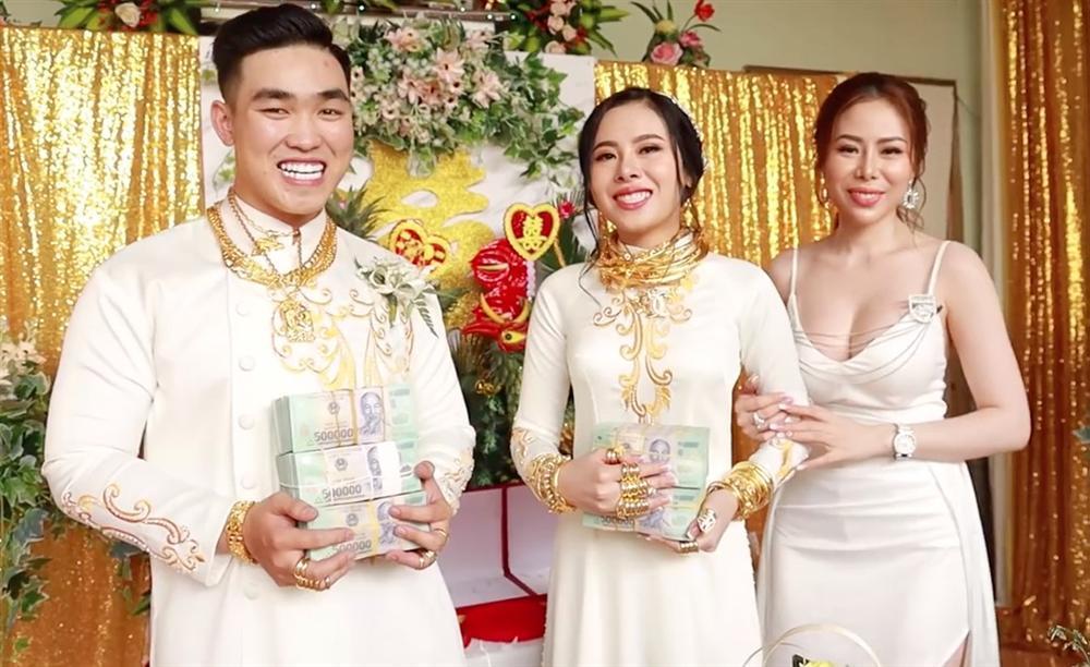 Cô gái Sài Gòn khiến dân tình choáng váng khoe đèn lồng trị giá 3,5 tỷ-6