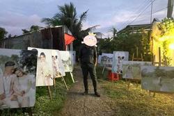 Thanh niên đi đám cưới đứng giữa một rừng ảnh của cô dâu chú rể, dân mạng nhanh chóng tìm ra 'thuyết âm mưu'