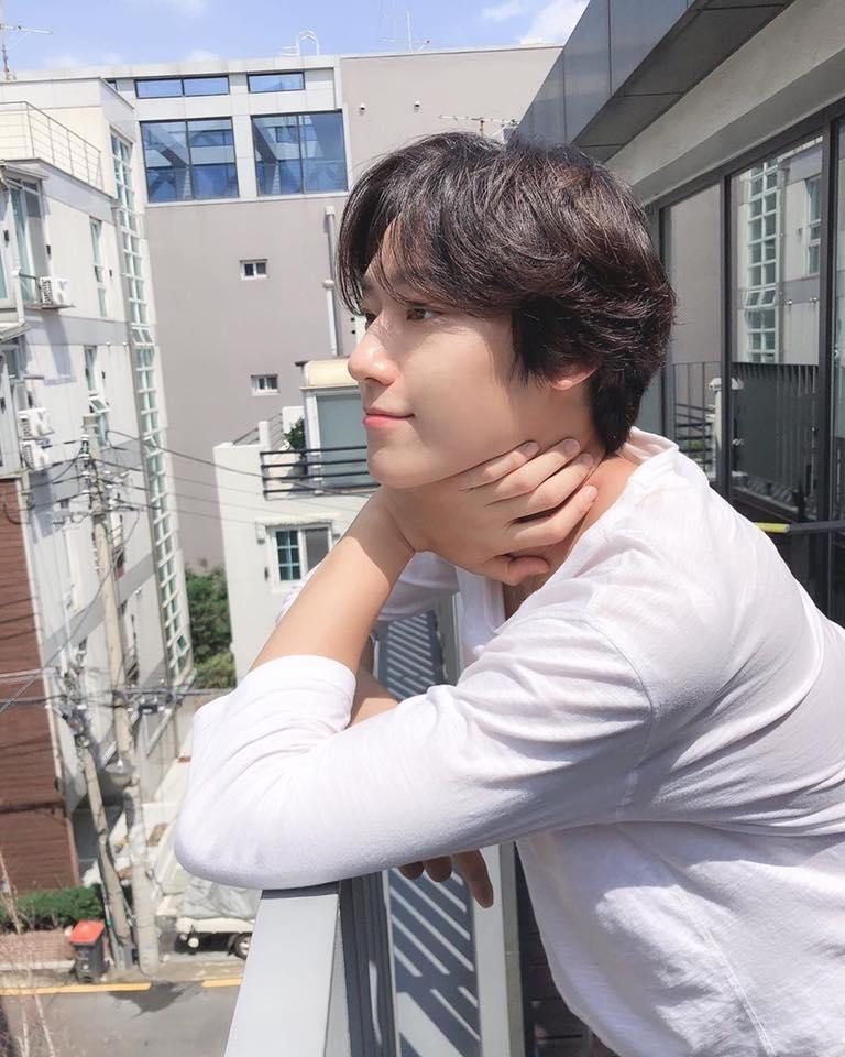 Lee Do Hyun - Mỹ nam 9x nỗ lực nuôi em tàn tật, trả nợ cho gia đình-9