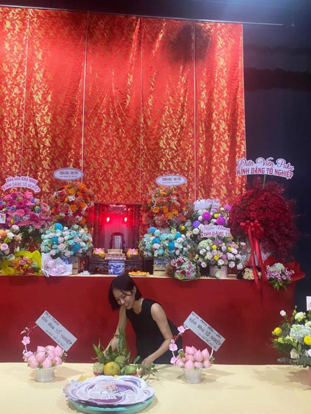 Sao Việt cúng Tổ nghề: Diệu Nhi mặc đầm sát nách - Phi Thanh Vân diện áo dài ren đỏ rực rỡ-2