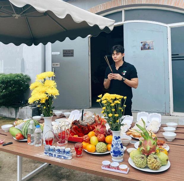 Sao Việt cúng Tổ nghề: Diệu Nhi mặc đầm sát nách - Phi Thanh Vân diện áo dài ren đỏ rực rỡ-9