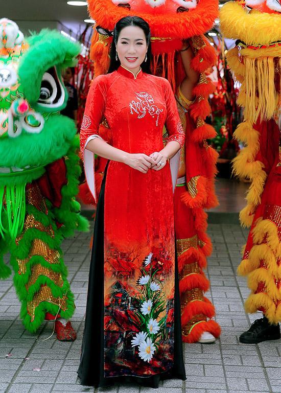 Sao Việt cúng Tổ nghề: Diệu Nhi mặc đầm sát nách - Phi Thanh Vân diện áo dài ren đỏ rực rỡ-10
