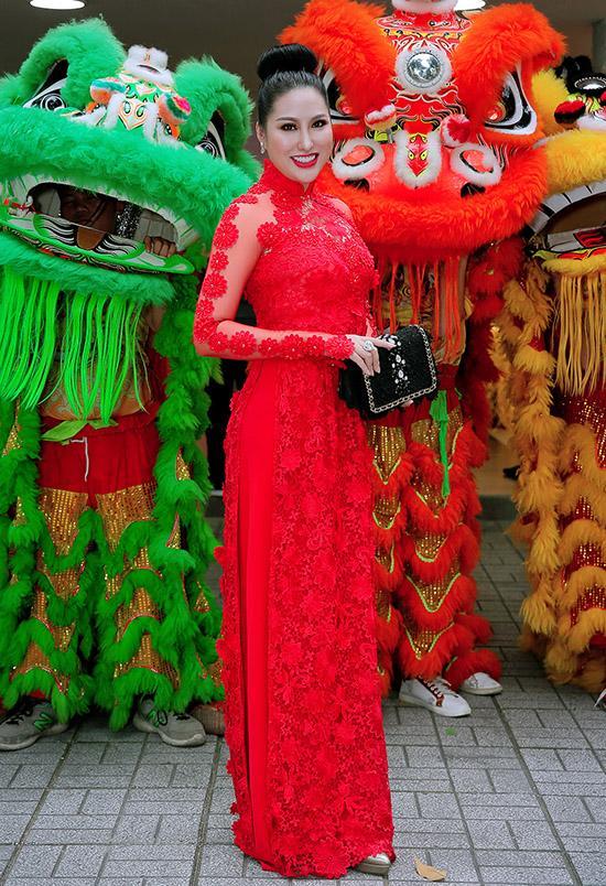 Sao Việt cúng Tổ nghề: Diệu Nhi mặc đầm sát nách - Phi Thanh Vân diện áo dài ren đỏ rực rỡ-4