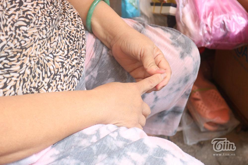 Giọt nước mắt của cụ bà bị trộm sạch tiền hàng: Chỉ thương đứa nhỏ theo mẹ hành nghề-3