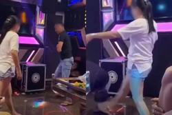 Cô vợ dũng mãnh và cú đạp 'chí mạng' trong phòng karaoke: Chồng tái mét mặt quỳ xuống xin tha