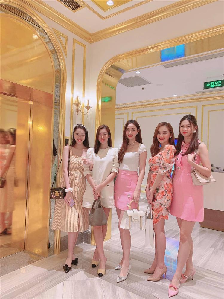 Hội chị em bông hậu ăn sinh nhật Ngô Trà My: Ngộp thở với body Thanh Tú-1