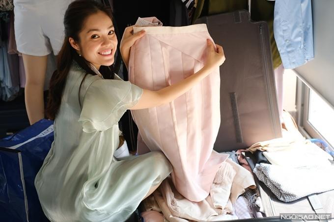 Dương Cẩm Lynh mất 3 ngày quên ăn uống để lựa trang phục hàng hiệu cho vai diễn mới-2