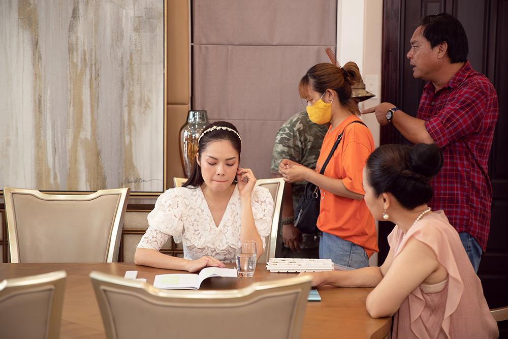 Dương Cẩm Lynh mất 3 ngày quên ăn uống để lựa trang phục hàng hiệu cho vai diễn mới-8